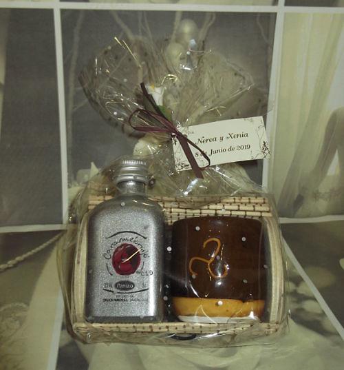 Caja licor y vaso trisquel